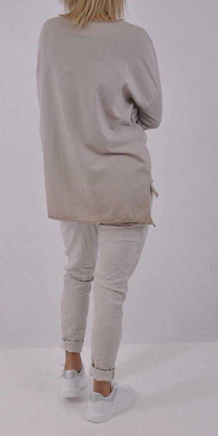 Bluzka beżowa wzór głowy