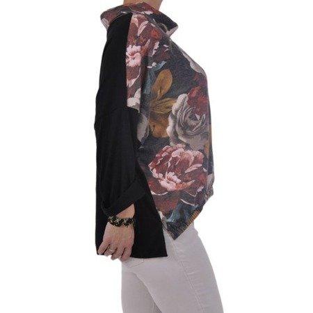Czarny sweter z luznym golfem w róże
