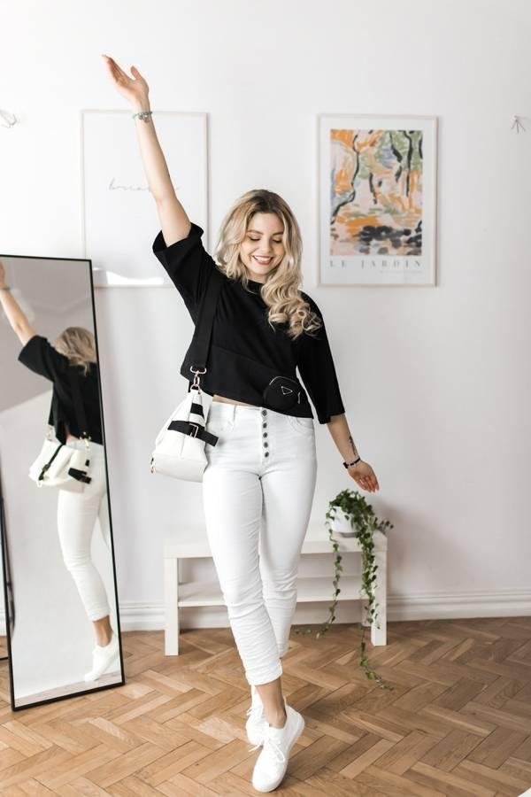 Elastyczne białe spodnie zapinane na guziki M