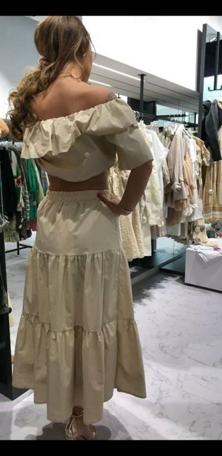 Kobieca beżowa długa spódnica z rozcięciem