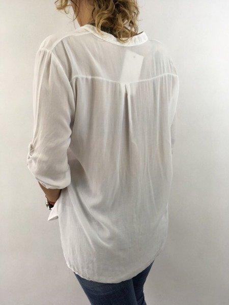 Koszula biała w napisy i piórka.