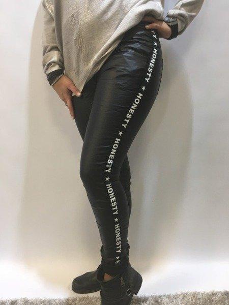 Spodnie czarne eko skóra lampas napisy  S