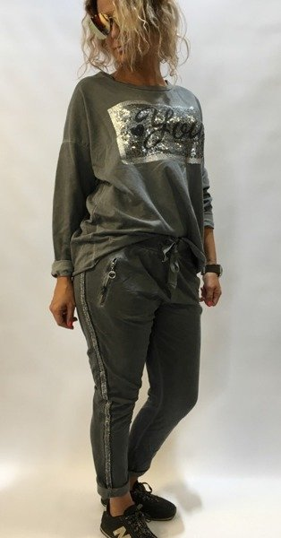 Spodnie dresowe ze srebrnym lampasem
