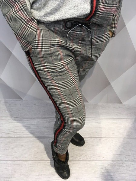 Spodnie w kratkę z lampasem