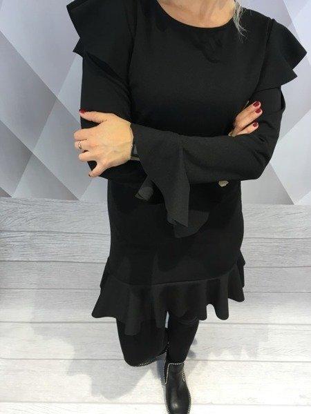 Sukienka czarna z odkrytymi ramionami