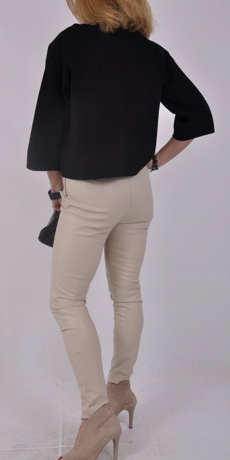 Sweter czarny łódka szeroki rękaw  i broszka