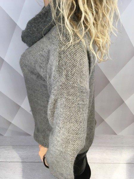 Sweter popielaty z dodatkiem moheru.