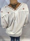 Bluzka biała z truskawkami.